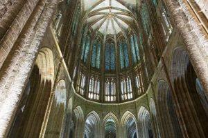 Interior de iglesia Mont Sain Michel
