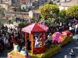 El festival Mimosa se celebra en  Provenza-Alpes-Costa Azul en Febrero